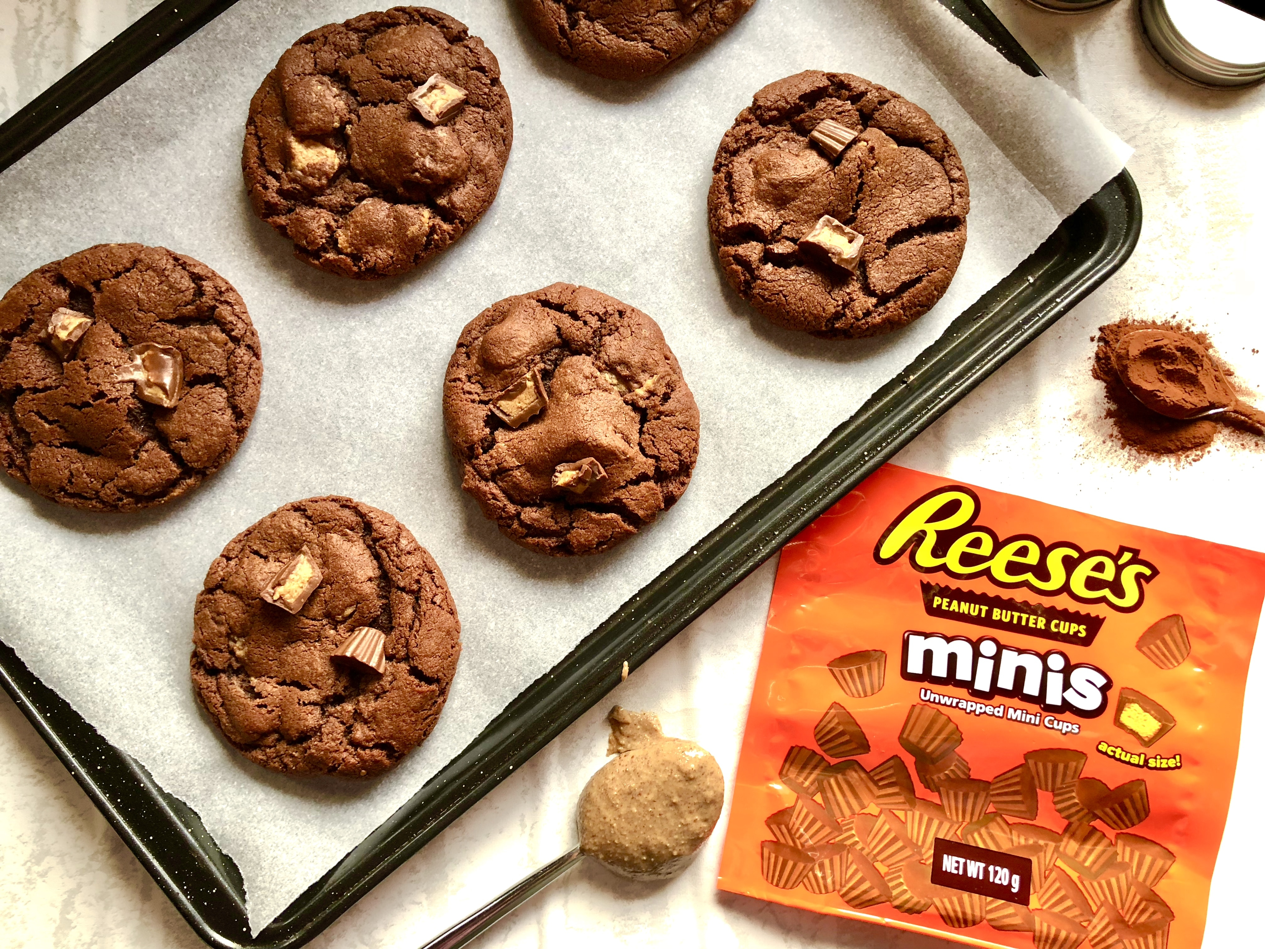 reese's chocolate peanut butter cup cookies